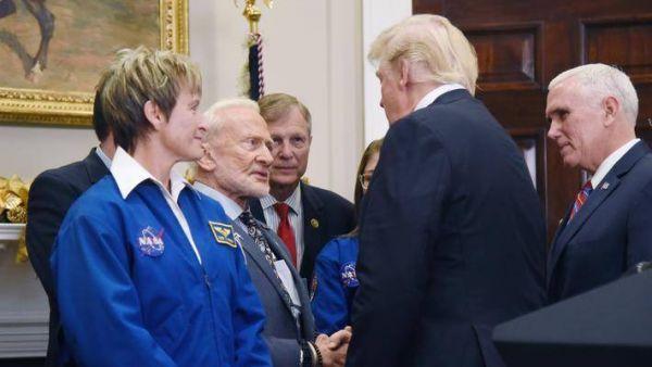 联手马斯克和贝佐斯,NASA 的登月计划再进一步