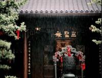 开公司、搞投资、收会员,中国寺庙的商业版图有多大?